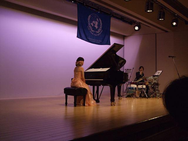 ピアノの石川容子さんとパーカッションの本間修治さん。